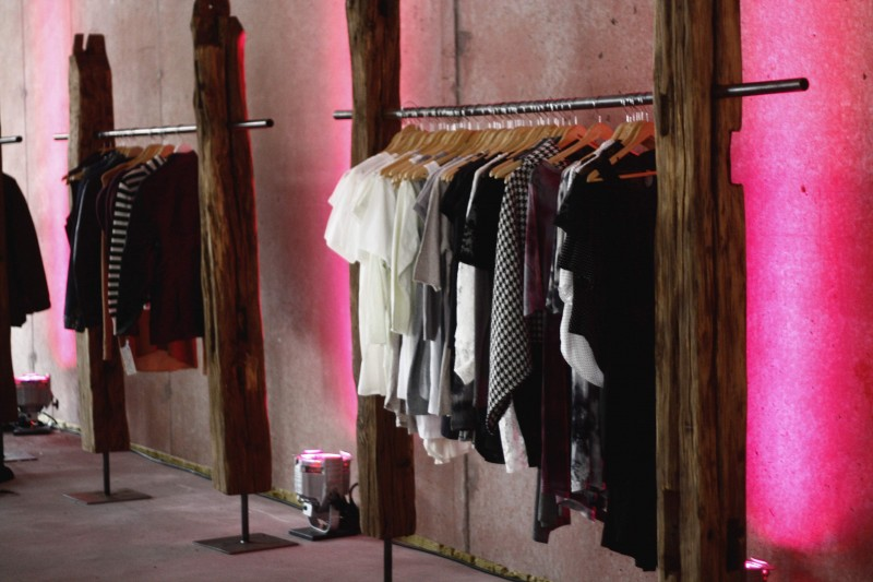 kleiderst nder garderobenst nder garderobe. Black Bedroom Furniture Sets. Home Design Ideas