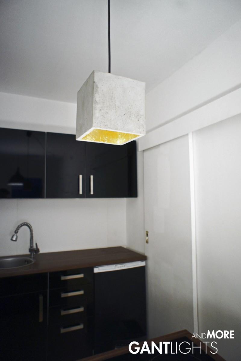 qubo design betonlampe vergoldet gantlightsandmore. Black Bedroom Furniture Sets. Home Design Ideas