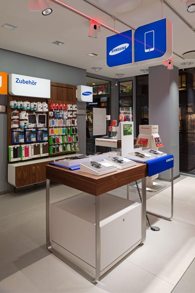 Vodafone flagshipstore for Interior design praktikum
