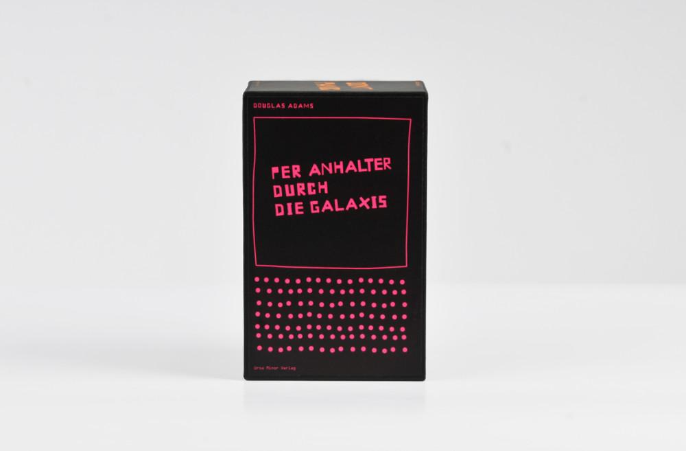 Per Anhalter durch die Galaxis / Buchcover + Schuber (1)