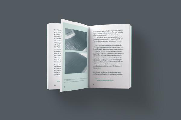 Futura & Avenir / Shirt & Buch (4)